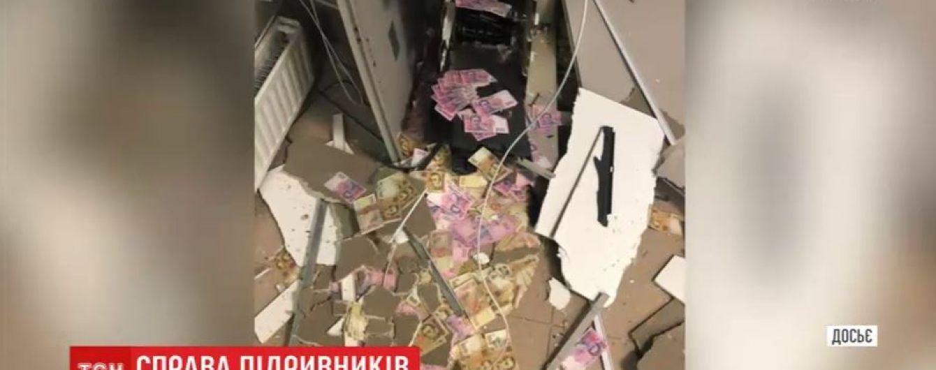 Підривники банкоматів з Дніпра лишаються на волі, бо прийшли до суду без паспортів