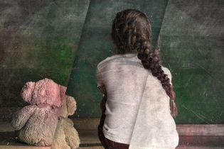 Пара из США удочерила девочку с Украины, потом бросила ее. Супруги говорят, что ребенок — 22-летняя мошенница и угрожала их убить