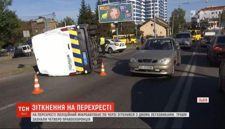 Проїхали на червоний сигнал світлофора: львівські поліціянти влаштували автотрощу