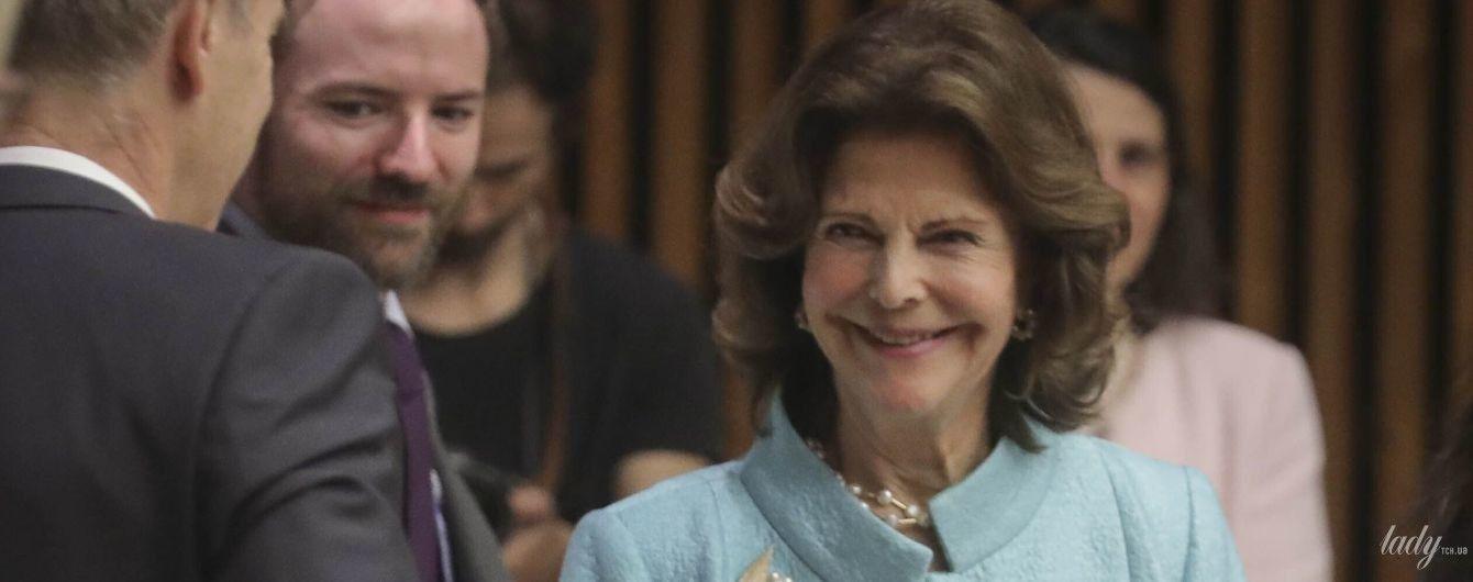 В красивом голубом луке: королева Сильвия на деловом мероприятии в Нью-Йорке