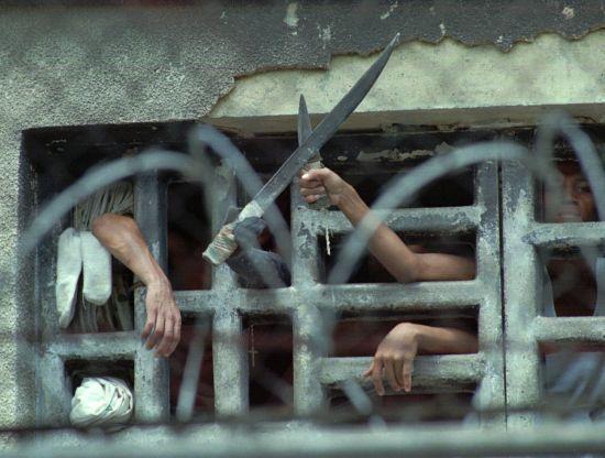 У Венесуелі в'язні влаштували кривавий бунт через карантин: загинули майже пів сотні людей