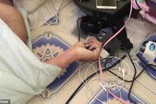 Таец умер из-за смартфона на зарядке, который держал в руках во сне