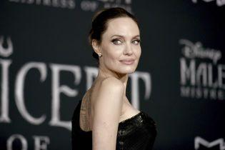 Обнаженная Анджелина Джоли в ванной снялась для обложки глянца