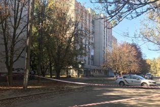 "В центре Херсона неизвестные из авто расстреляли двух мужчин, объявлена спецоперация ""Сирена"""