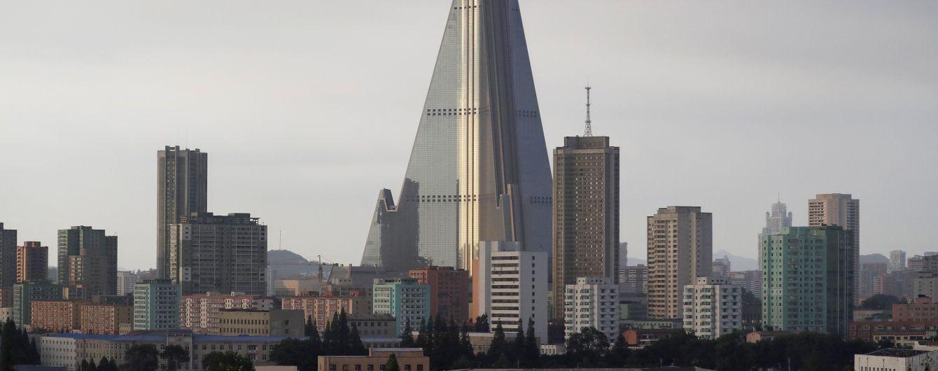 """330-метрова бетонна піраміда. Чому готель у центрі Пхеньяна називають """"Готелем смерті"""" та """"найстрашнішою будівлею у світі"""""""