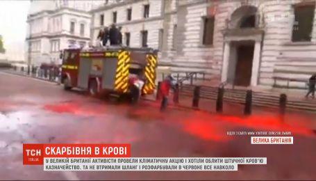 Все в крові: у Великій Британії кліматичний протест пішов не по сценарію