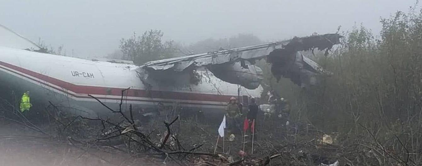 Министр сообщил предварительную причину аварии самолета Ан-12 возле Львова