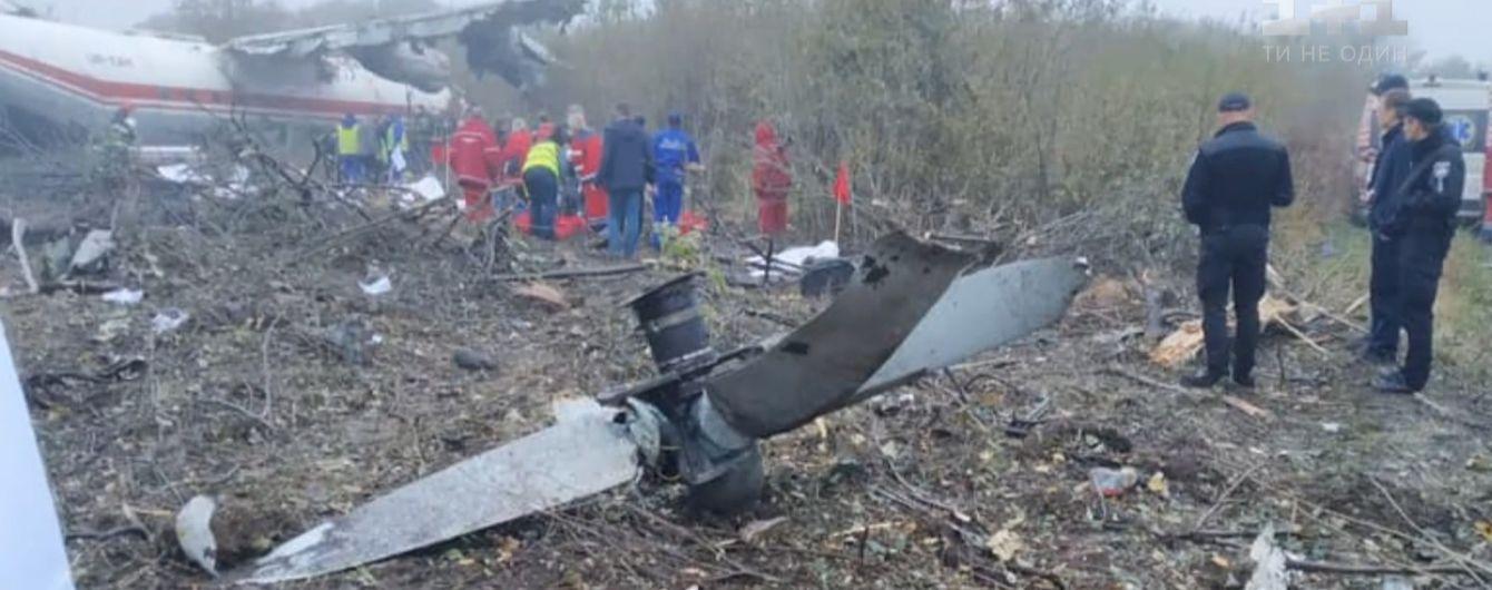 Транспортный самолет совершил аварийную посадку возле Львова
