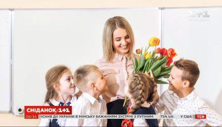 Стоит ли поздравлять педагогов с их профессиональным праздником - что думают родители и учителя