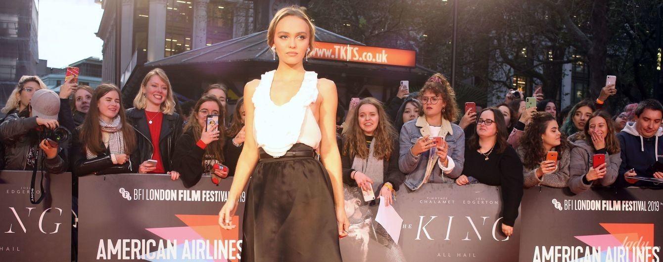 З відвертим декольте і в прозорій спідниці: Лілі-Роуз Депп на кінофестивалі в Лондоні