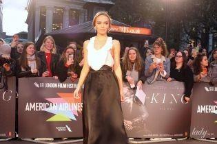 С откровенным декольте и в прозрачной юбке: Лили-Роуз Депп на кинофестивале в Лондоне