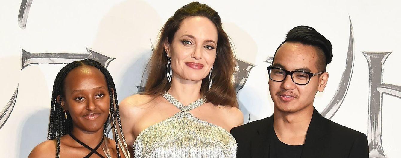 У сріблястій сукні і туфлях кольору металік: Анджеліна Джолі у розкішному образі на прем'єрі фільму