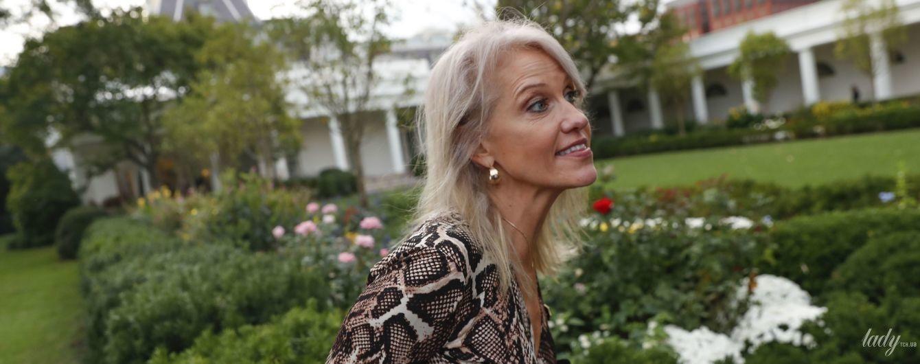 Блондинка в питоне: эффектный аутфит советницы Трампа