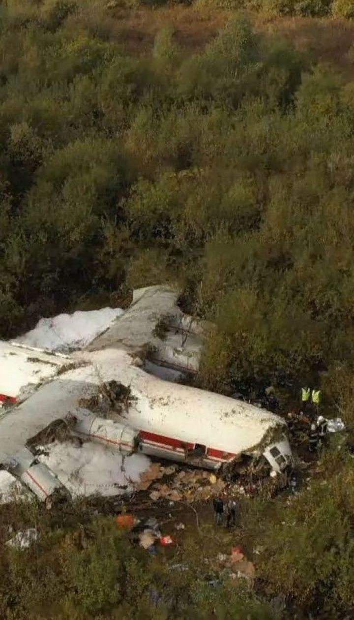5 человек погибли в результате падения самолета Ан-12 неподалеку аэродрома под Львовом