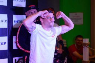 Жонглирование и встреча с соперником. Беринчик потренировался перед защитой чемпионского титула