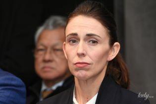 В строгом костюме и с сердцем на груди: премьер-министр Новой Зеландии на открытии фестиваля искусств