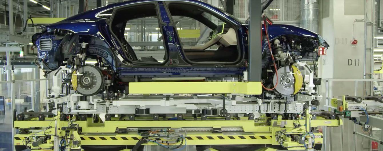 Виробництво першого електрокара Porsche показали на відео