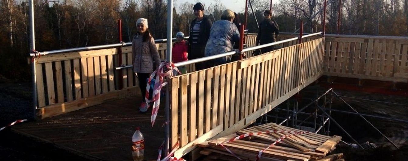 В Станице Луганской открыли временной обходной мостик