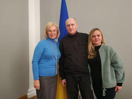 До України повернувся засуджений в Білорусі журналіст Павло Шаройко