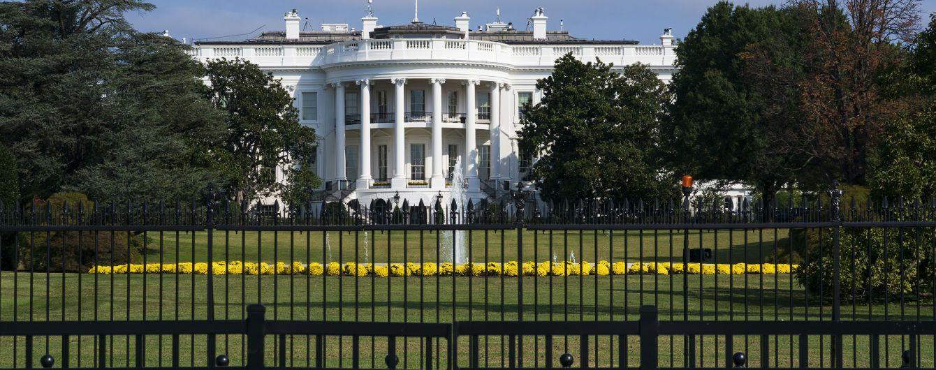 Коронавірус знайшли у чотирьох заступників прессекретарки Білого дому і старшого радника Трампа