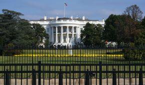 У Білому домі звільнили радника Трампа з питань РФ та розпочали розслідування - Bloomberg