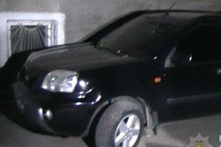 Стрельба в центре Херсона: полиция разыскала автомобиль, на котором скрылись налетчики