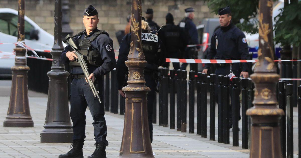 У Марселі затримали чоловіка з ножем, який скоїв напад на відвідувачів кошерного магазину