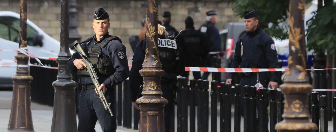 Бредил и слышал голоса: жена парижского нападавшего рассказала о его психозе перед атакой
