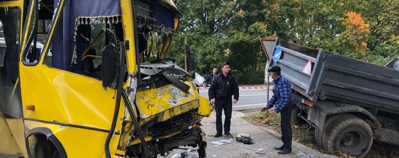 Найгірший час на дорогах і кількість жертв. Поліція оприлюднила невтішну статистику аварій за рік