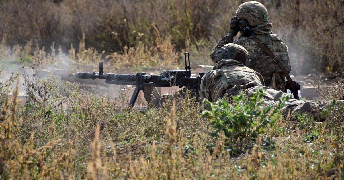 Двоє бійців підірвалися на невстановленому боєприпасі: у якому стані військові