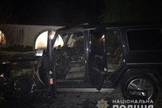 Гелендваген депутата и Porsche Cayenne 33-летней женщины. На Ровенщине сожгли два элитных авто