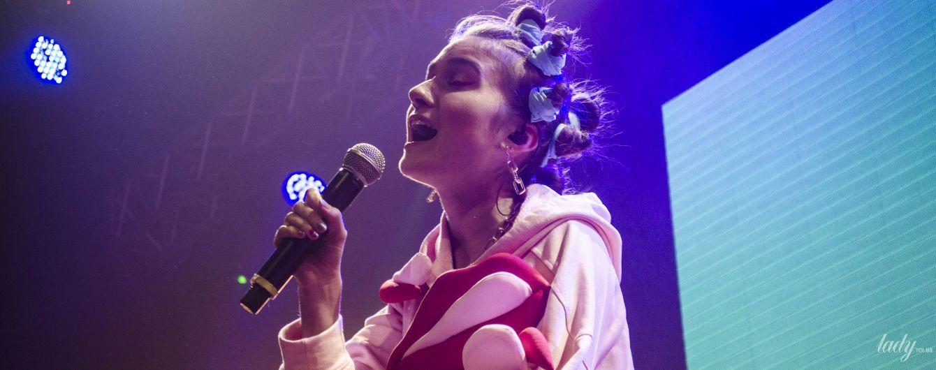 Яскраві костюми та відверті розмови: Jerry Heil запалила на першому сольному концерті у Києві