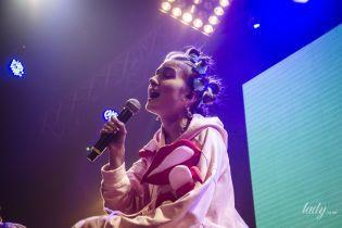 Яркие костюмы и откровенные разговоры: Jerry Heil зажгла на первом сольном концерте в Киеве