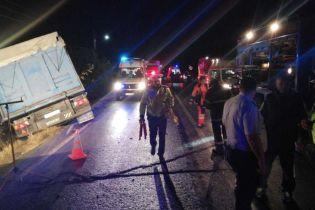 Жуткая авария в Румынии. Микроавтобус набитый людьми на полном ходу влетел в фуру