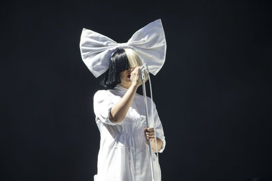 Співачка Sia зізналася, що має серйозний неврологічний розлад