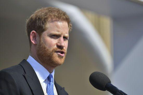 Принц Гаррі подав до суду на ЗМІ через прослуховування телефонів