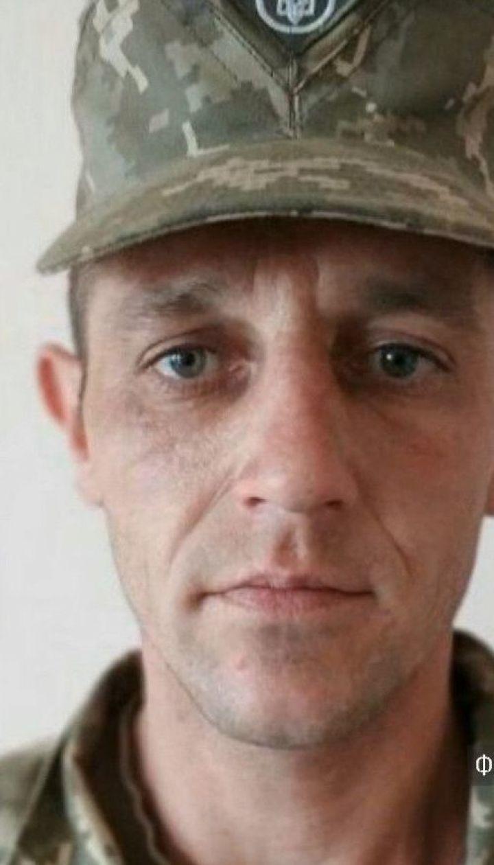 На Донбасі під час ворожого обстрілу загинув український військовий
