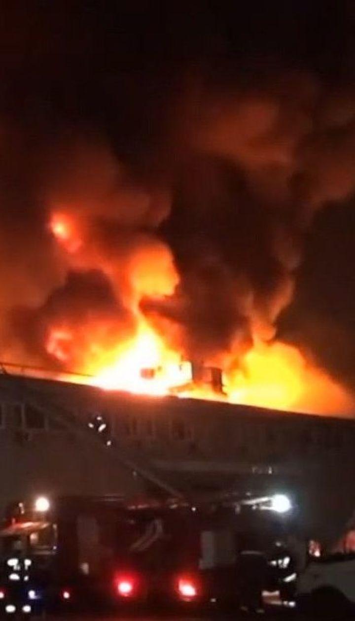 В Днепре горели склады и другие помещения предприятия по изготовлению снеков и сухариков