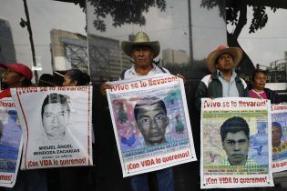 За одну ночь в Мексике исчезло более 40 студентов — к этому причастны криминальный синдикат и полиция. Детали резонансного дела