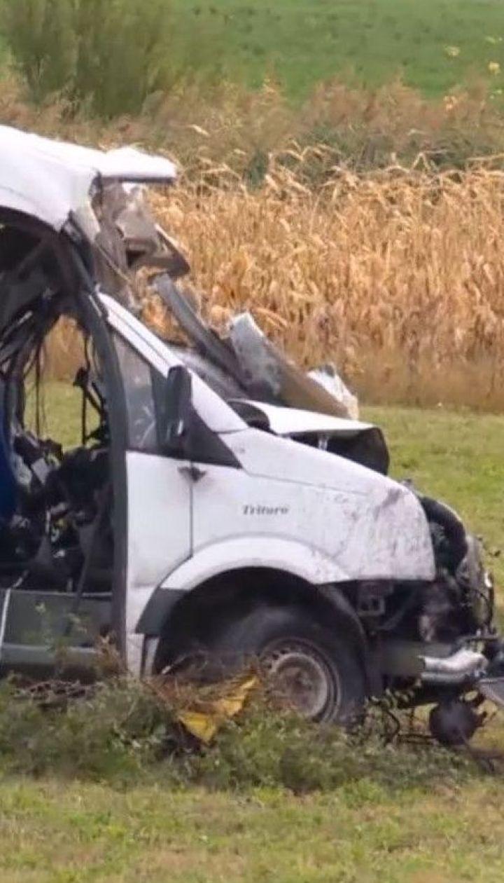 У Румунії зіштовхнулися мікроавтобус і вантажівка: 10 людей загинули
