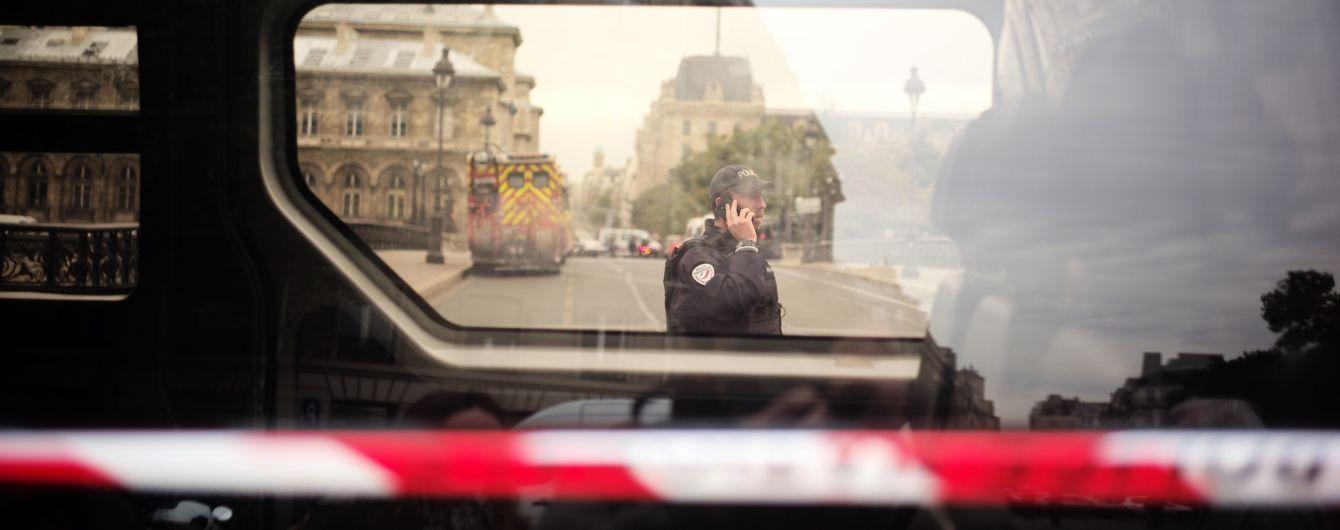 Нападник на поліцейських у Парижі був ісламістом - прокуратура