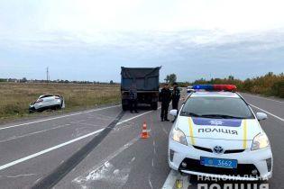 В Ровенской области столкнулись грузовик и легковушка: водитель погиб, а женщина и ребенок в больнице