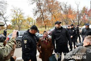 Полиция обещает обеспечить безопасность в Золотом и Катериновке, откуда должны отвести войска