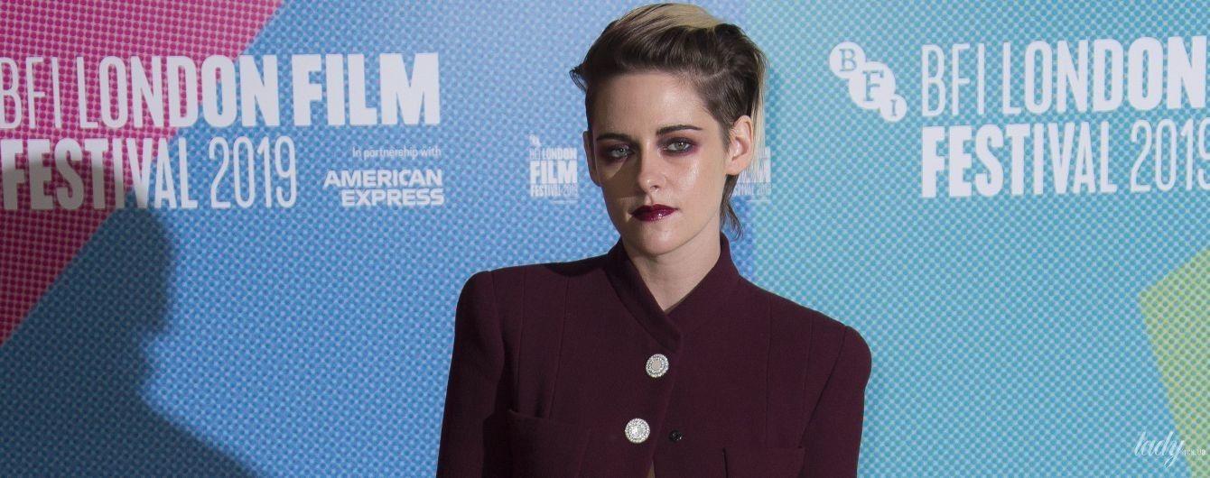 В бордовом костюме на голое тело: стильная Кристен Стюарт на кинофестивале в Лондоне