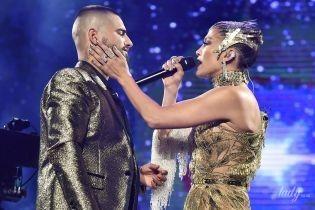В роскошном золотом платье и с колумбийским красавчиком: Дженнифер Лопес выступила в Нью-Йорке