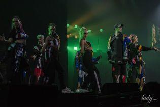 """Трюки, огонь и стильная одежда: группа """"Время и Стекло"""" с аншлагом выступила во Дворце спорта"""