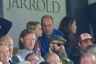 Королевские болельщики: Кембриджи с сыном принцем Джорджем сходили на футбол