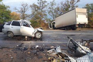 На Запорожье столкнулись сразу три автомобиля. Есть погибшие