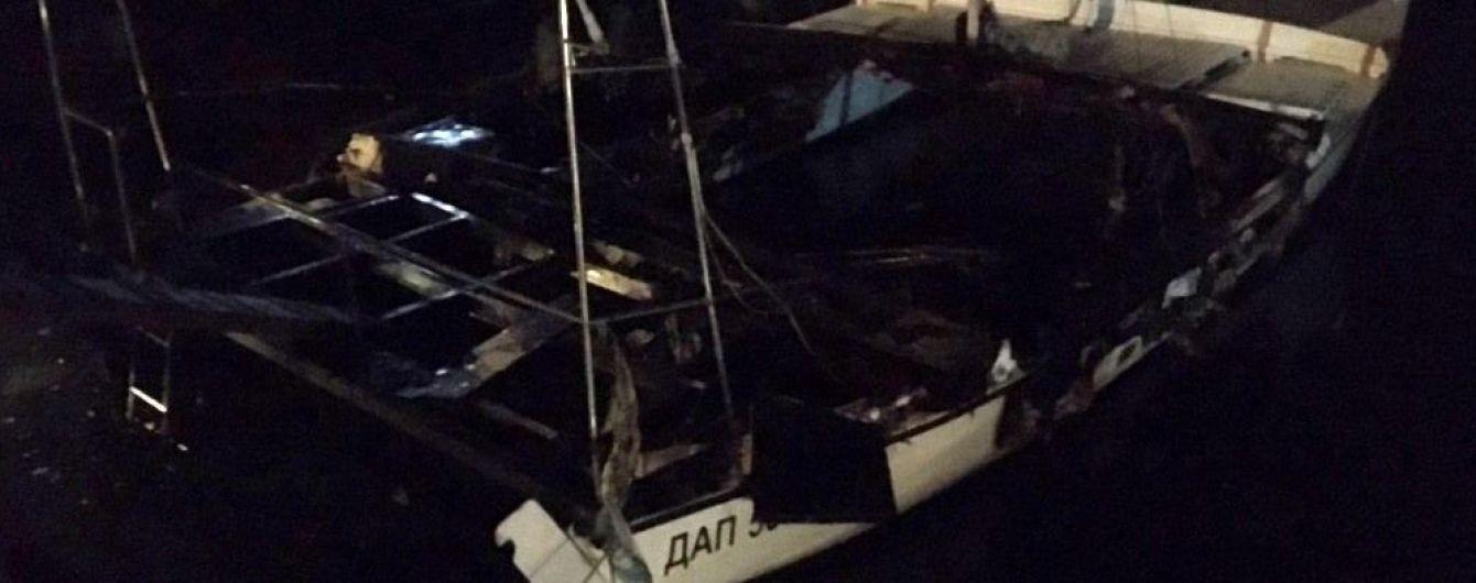 На Одещині вночі згоріла яхта місцевого депутата