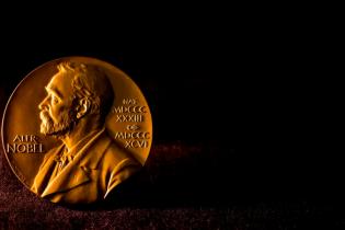 Нобелівську премії з фізики вручили за дослідження чорних дір